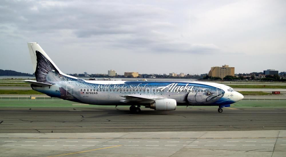 Alaska_Airlines__Salmon-30-Salmon__Boeing_737-490_N792AS
