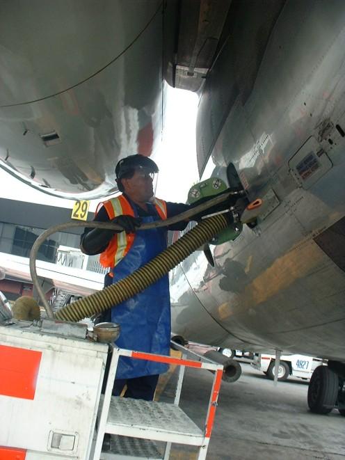 Aircraft_lavatory_service