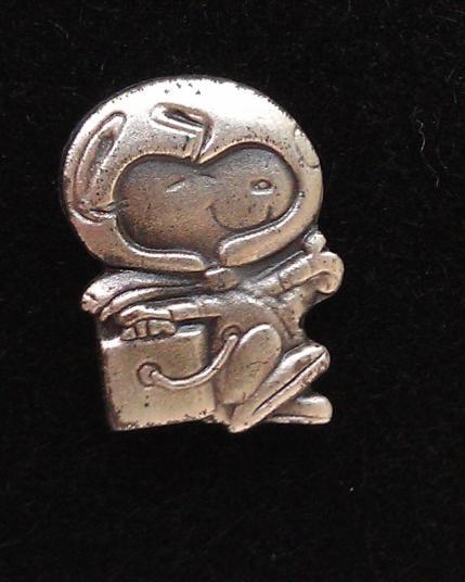 Silver_Snoopy_Award_Tie_Tack